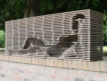 «blocco», Ausstellung Vorgebirgspark Skulptur Köln 2015, Wellpappe