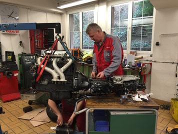 Motor und Getriebe müssen als Einheit ausgebaut werden