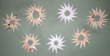 Weihnachtliche Faltarbeiten - Origamisterne der 3.NMS