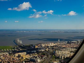 Die Vasco da Gama Brücke von oben. Vasco da Gama bridge from above.