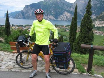 """Ein Bild von Peter`s      zweiter""""Tour de Lourdes"""" - 2008 Im Hintergrund der Gardasee - 10 Tage im Regen gefahren!"""