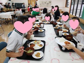 お友達と一緒に食べると美味しいね
