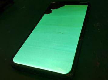 Samsung Galaxy NOTE8緑色に発光し一部液晶が点かない