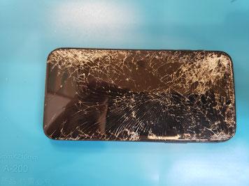 酷いクラックでもガラスは剥がれないiPhone11pro