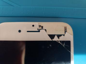 ガラスが剥がれたiPhone7のコピーガラス