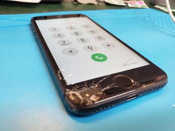 ガラスが剥がれ液晶も剥がれたiPhone8のコピーガラス