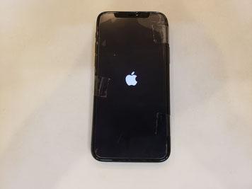 操作が出来るディスプレイを取り付けて動作を確認するiPhone11PRO