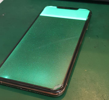 Apple iPhoneXs緑色の2色に発光し故障