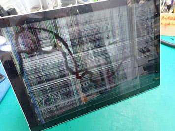 画面破損でノイズ表示に帯状の黒い未表示があるSurface PRO7