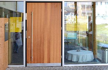 Kindergarten Oberaudorf, Türen von Peter Moser