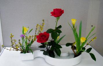 花意匠 連翹 ラッパ水仙 バラ