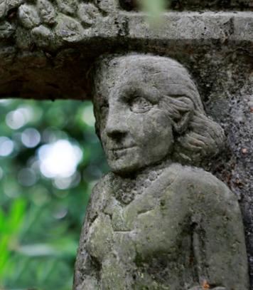Henryk Dywan (*1933) Bildhauer - Grabmonument von Erna Heinen-Steinhoff im Waldfriedhof in Solingen