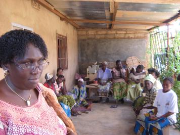 """""""Centre d'hébergement"""" with Fistula women waiting for surgery (Photo: A. Rüegg)"""