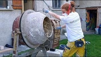 Hanfingenieur: Hanfkalk mischen im Betonmischer