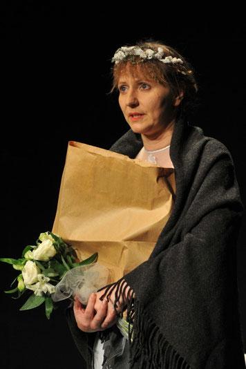 Benita Brunnert als Frontbraut Hilde