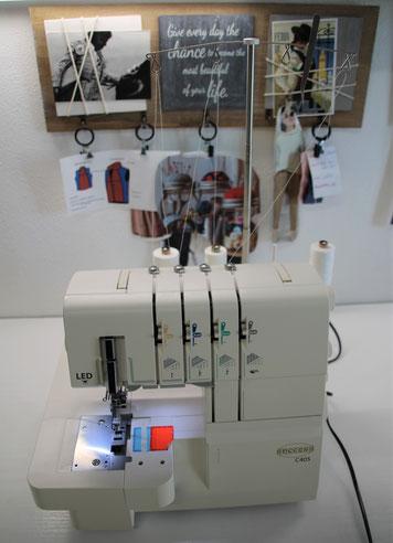 Coverlock-Nähmaschine der Schneiderwerkstatt Renate Blankart