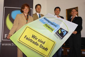 Neumarkt war 2009 die erste Stadt in Bayern, die für ihr vielfältiges Engagement in diesem Bereich als Fairtrade Stadt ausgezeichnet wurde. Archivfoto: Dr. Franz Janka