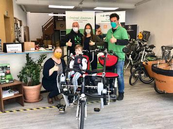 Wir wünschen Jörn und seiner Familie viel Spaß mit dem neuen Dreirad