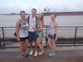 am Mississippi in New Orleans mit Josi, Jonathan und Bernadetta