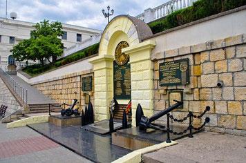 Памятник героям Черноморской эскадры на Приморском бульваре