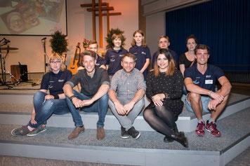 Oh, Alaska mit Dominik Reh, Sascha Christ und Yana Gercke, umrahmt von den LöwenMutKids