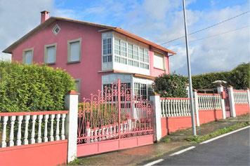 Beliebte Hausfarbe in Portugal und Spanien - rosa!