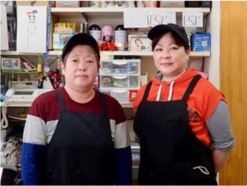 藤本小百合代表(右) とスタッフの写真