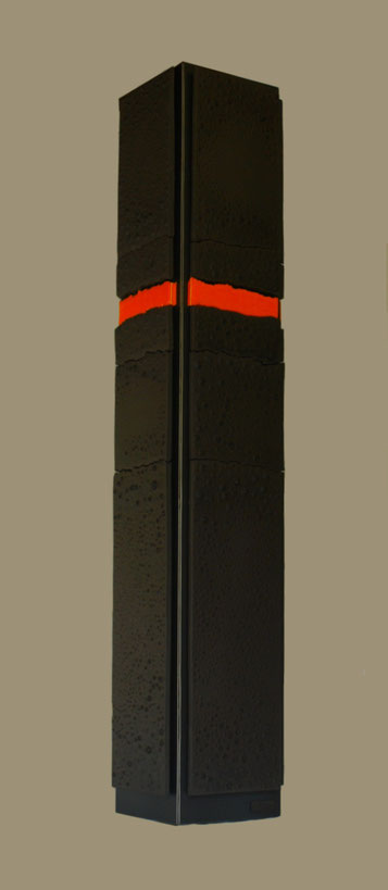 Terre cuite émaillée sur plaque d'acier - Hauteur : 93cm - Largeur : 18cm - Profondeur : 18cm - Disponible à la vente