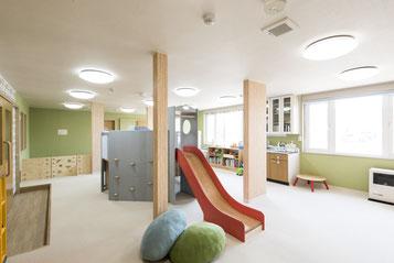 枝幸町にある子育てサポート拠点施設にじの森の館内のご案内のページにジャンプします。