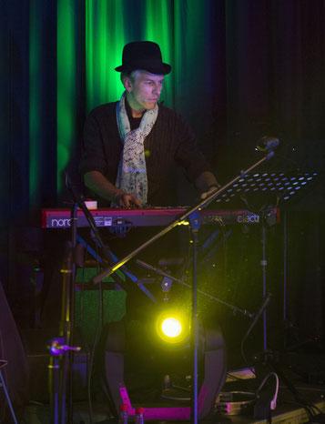 Jochen Dekker, Keys