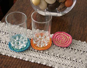 Posavasos espiral tejidos a crochet en trapillo e hilo