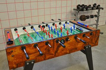 Drehfußballtisch und Trainingsstation