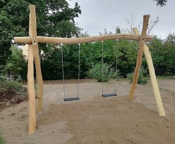 Spielgeräte-Robinie-Schaukel-Zweiplatzschaukel-Doppelschaukel-Nestschaukel-Schaukelgestell-Schaukel-mit-Überstand-Überstandschaukel-Sandkasten-Spielplatz