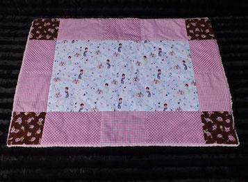 Hundedecke Beauty-Motive auf weißem Stoff pinker Rand Teddyfleece in pink