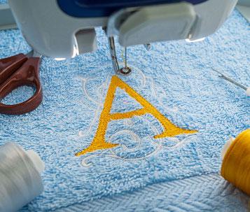 Handtuch, Bademantel, Decke, Baby Artikel etc. mit Namen oder Initialen besticken von Feld GmbH aus Krefeld
