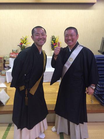 老人ホームの慰問祈祷会にて 明応(左)知応(右)