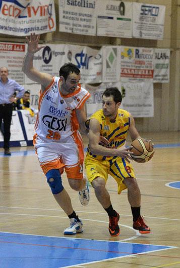 Il capitano in mismatch con Santarossa (foto Daniele Piedinovi)