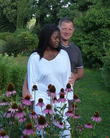 les créateurs du Jardin Mosaïque d'Asnières sur Vègre : Khady & Philippe Grandry