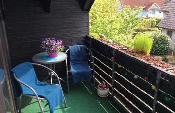 Der Sitzplatz in der Loggia - auch vor Regen geschützt