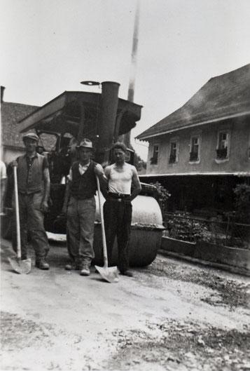 Strassenteerung durch die Firma Emil Frey, Kaiseraugst, im Jahr 1939.
