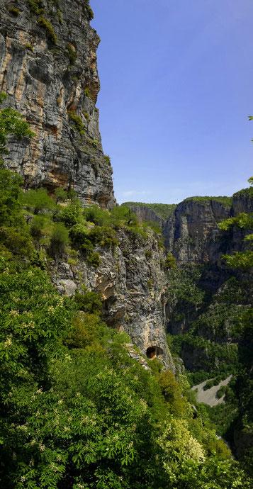 Les gorges de Vikou en grèce sont les plus hautes gorges d'Europe - www.dominique-mayer.com - Dominique MAYER - Photographie