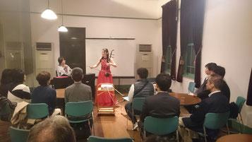 二胡奏者・帯金さんによるお祝い演奏