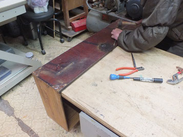 前板、側板の傷みがすごく取り換え作業が多くなります。