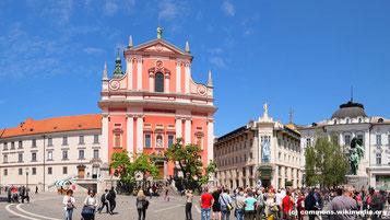 Mittwoch: Der erste Stop auf unserer Fahrt ist in Ljublijana, Hauptstadt von Slowenien, wo wir einen Spaziergang durch die malerische Altstadt machen.