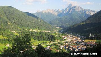 Sonntag: Auf unserer Rückfahrt machen wir noch in San Daniele halt, wo wir zu Mittag in einer Proscutteria Schinken verkosten.