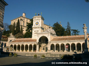 Sonntag: Der letzte Tag führt uns nach Udine, wo wir auf unserem Stadtrundgang auch den Piazza Liberta besuchen.