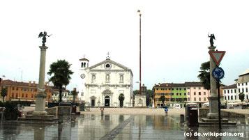 Samstag: Von unserem Hotel in Grado geht es zuerst nach Palmanova, wo wir eine kurzen Rundgang durch die Altstadt machen.