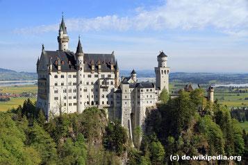 Donnerstag: Schloss Neuschwanstein ist eines der drei Schlösser des bayrischen Märchenkönigs Ludwig II.