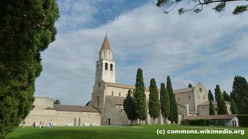Donnerstag: In Aquileia besuchen wir den alten Dom mit seinem berühmten Mosaikboden und den Fresken in der Krypta.