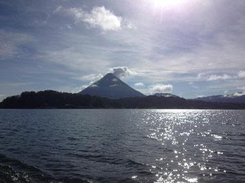 Cruzar el Lago Arenal por 20 minutos para viajar a Monteverde